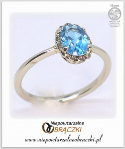 """Blue Vintage"" White Gold Ring with Blue Topaz"