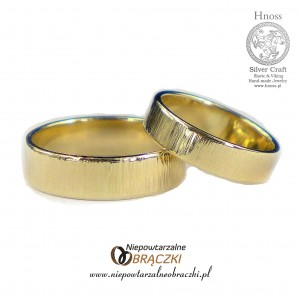 Gold Hammered I Wedding Rings
