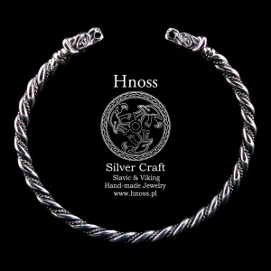 Silver Viking Bracelet with Wolf Heads from Birka IX/XI A.D. (2)